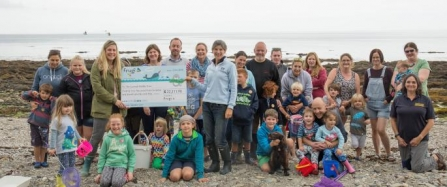frugi_presents_cwt_with_a_cheque_-_photo_credit_frugi